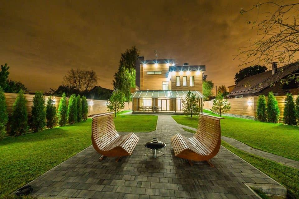 Зачем мы делаем ночные фотографии для премиальных домов